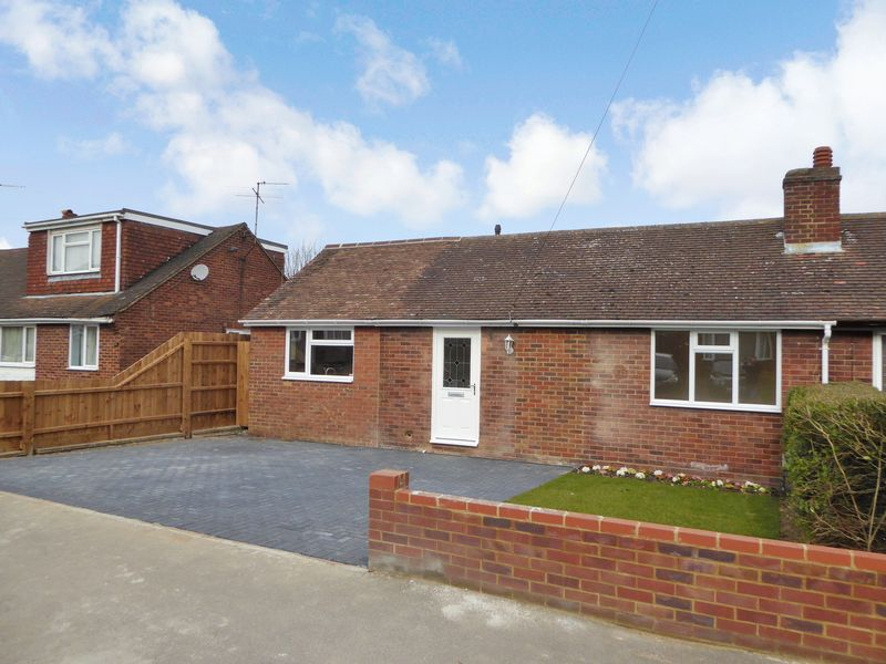 2 Bedrooms Semi Detached Bungalow for sale in Macaulay Road, Luton