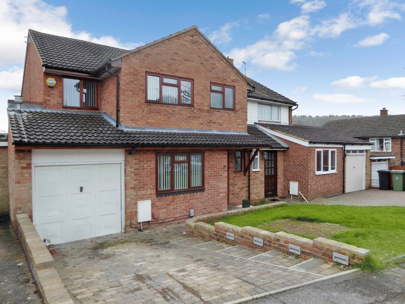 4 Bedrooms Semi Detached House for sale in Mardale Avenue, Dunstable