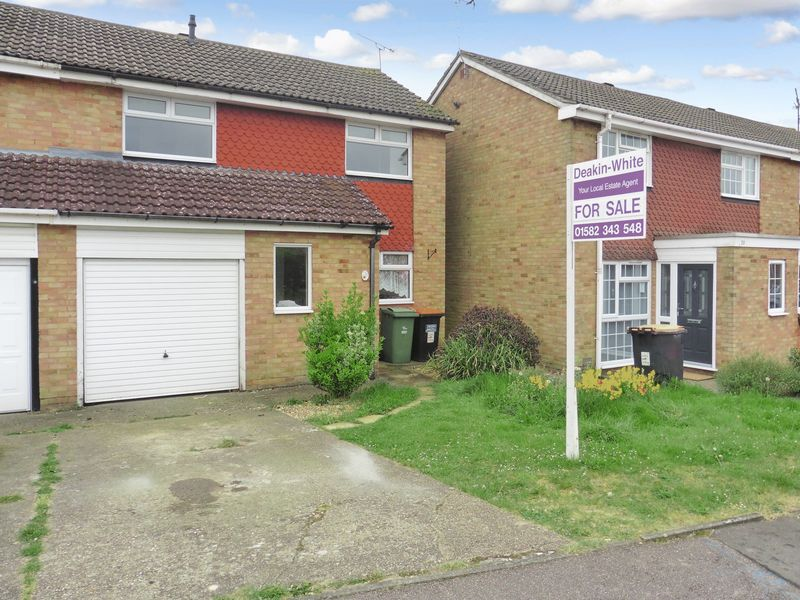 3 Bedrooms Semi Detached House for sale in Salters Way, Dunstable
