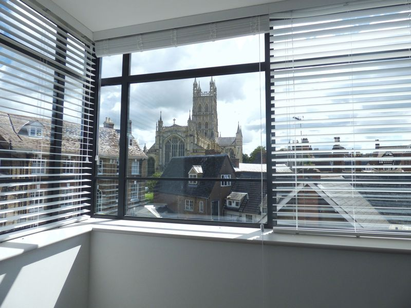 2 Bedrooms Flat for sale in Cathedral House, Three Cocks Lane, Gloucester