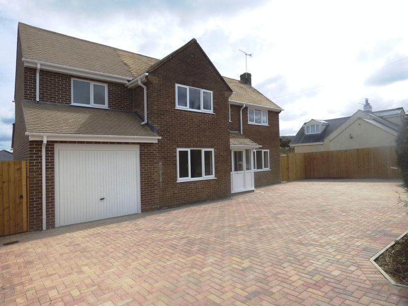 4 Bedrooms Detached House for sale in Completely Refurbished 4 BED DETACHED WITH GARAGE - The Ashpath, Upton St Leonards, Gloucester, GL4 8AW