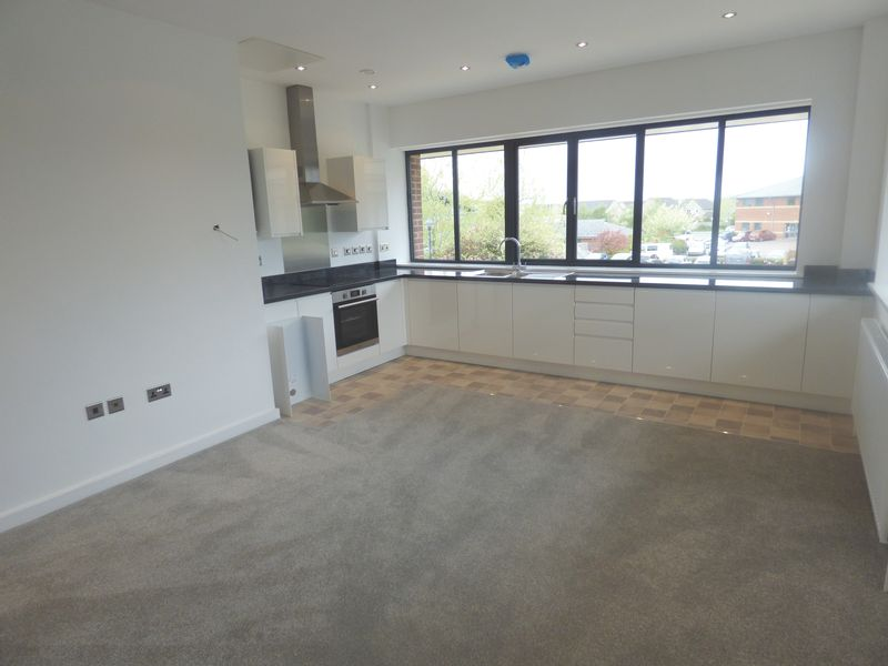 2 Bedrooms Flat for sale in Apt 9 BISLEY HOUSE, Falcon Close, GL2 4LY