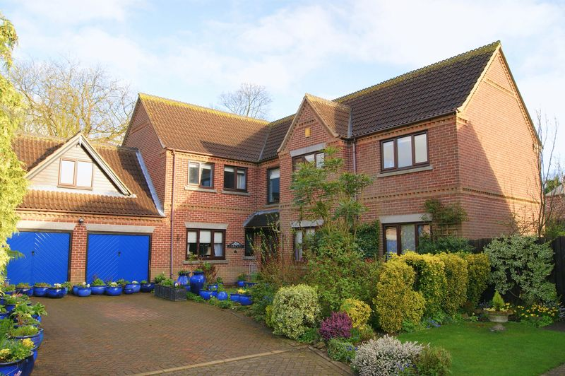 5 Bedrooms Detached House for sale in Manor Drive, Long Bennington