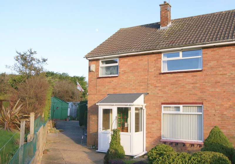 3 Bedrooms Semi Detached House for sale in Orchard Close, Grantham