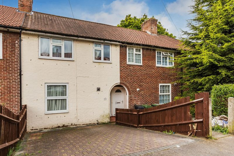3 Bedrooms Terraced House for sale in Goudhurst Road, BROMLEY