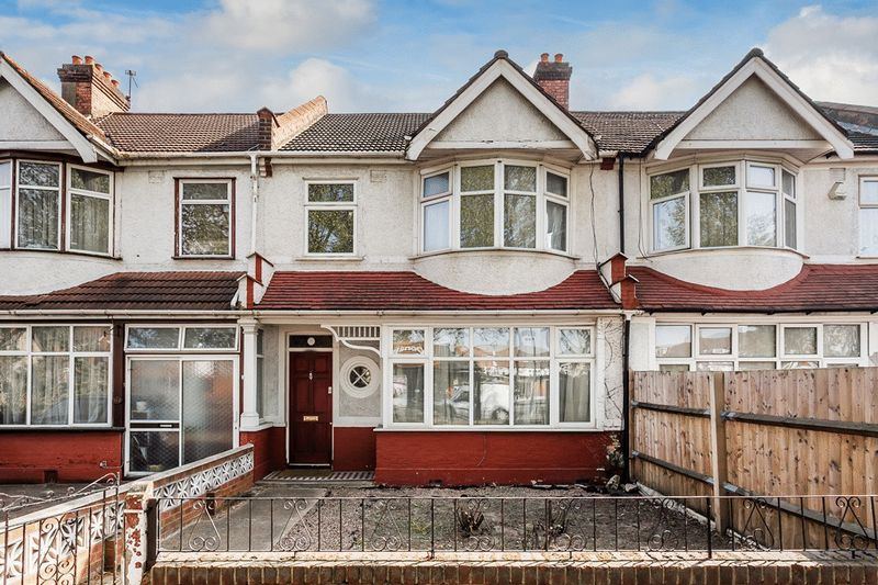 3 Bedrooms Terraced House for sale in London Road, THORNTON HEATH, Surrey