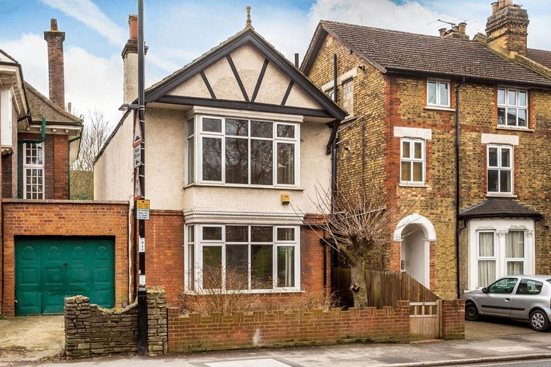 4 Bedrooms Detached House for sale in Croham Road, SOUTH CROYDON