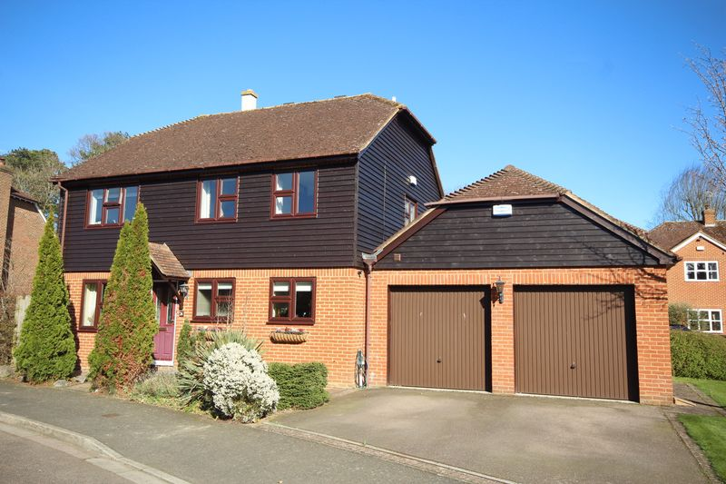 4 Bedrooms Detached House for sale in Well Close, Leigh