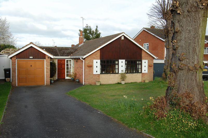 3 Bedrooms Detached Bungalow for sale in Windsor Road, Wolverhampton