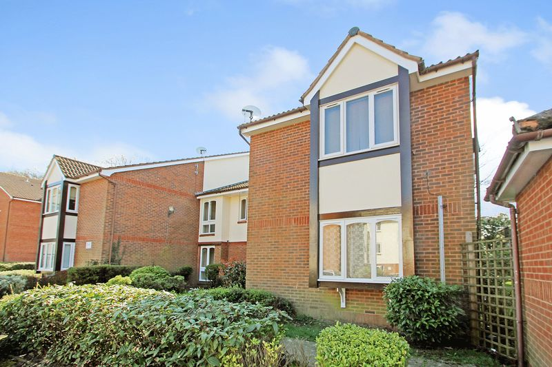 Flat for sale in Maunsell Park, Pound Hill, Crawley