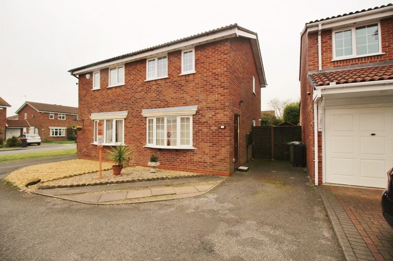 2 Bedrooms Semi Detached House for sale in Hillbury Drive, Coppice Farm, Willenhall