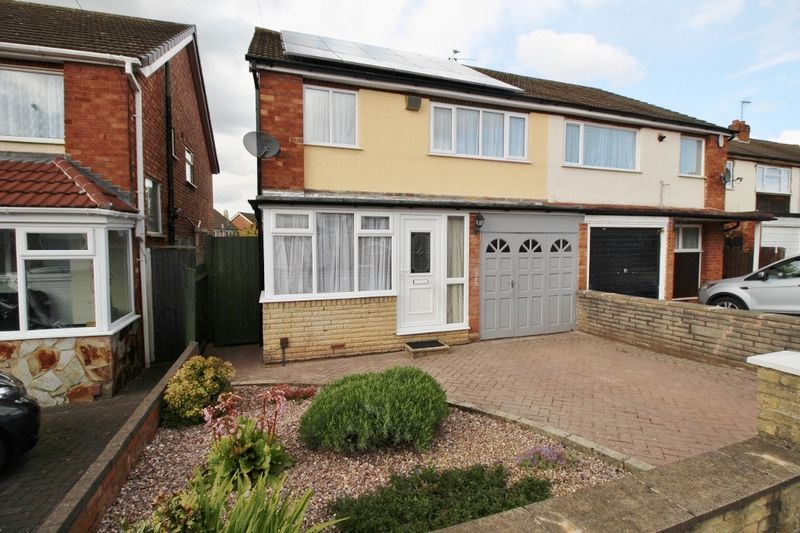 3 Bedrooms Semi Detached House for sale in Conway Crescent, Willenhall