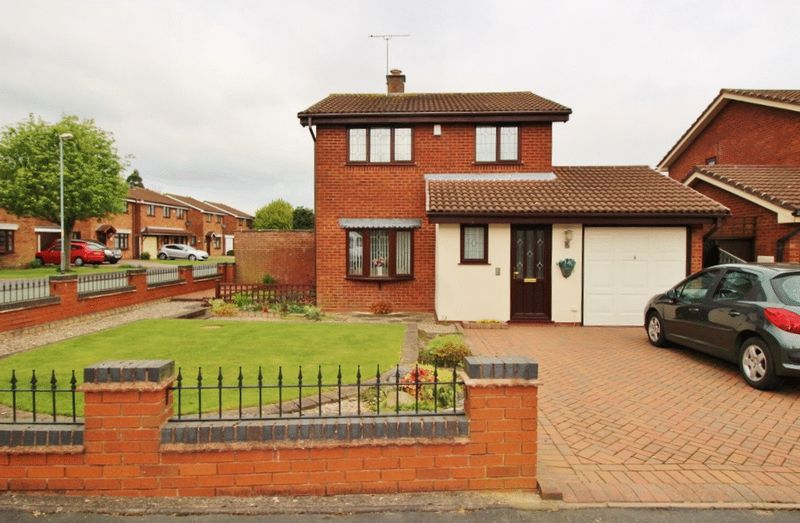 3 Bedrooms Detached House for sale in Green Meadow Road, Coppice Farm, Willenhall