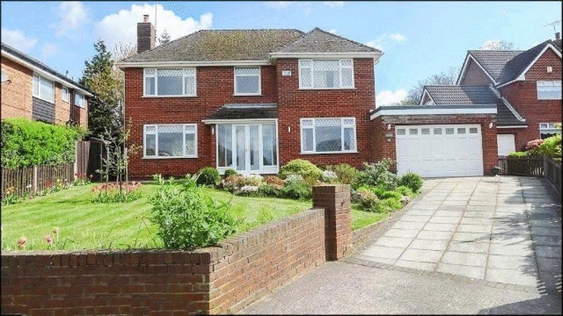 3 Bedrooms Detached House for sale in Baroncroft Road, Woolton, Liverpool, L25