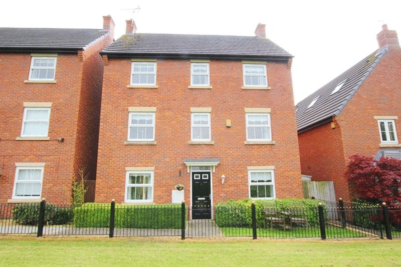 4 Bedrooms Detached House for sale in Applewood Grove, Halewood, Liverpool, L26