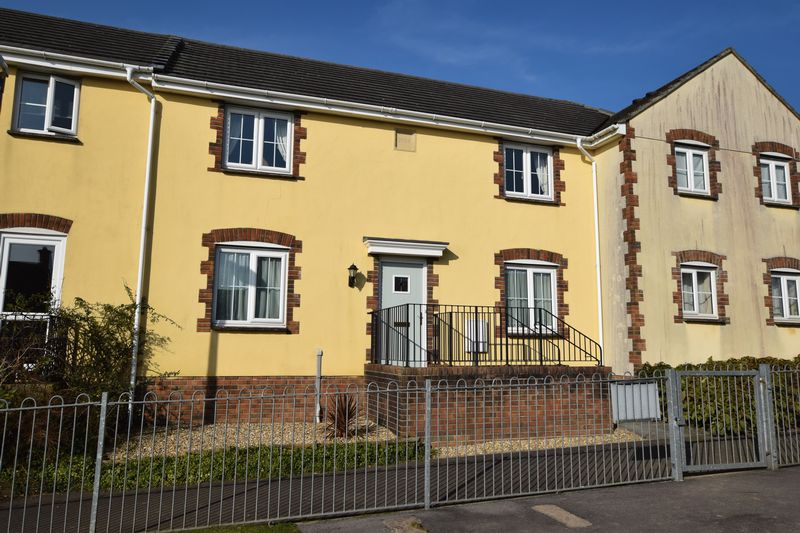 4 Bedrooms Terraced House for sale in Robin Drive, Launceston
