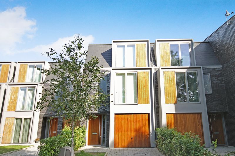 3 Bedrooms Semi Detached House for sale in A stunning gated development