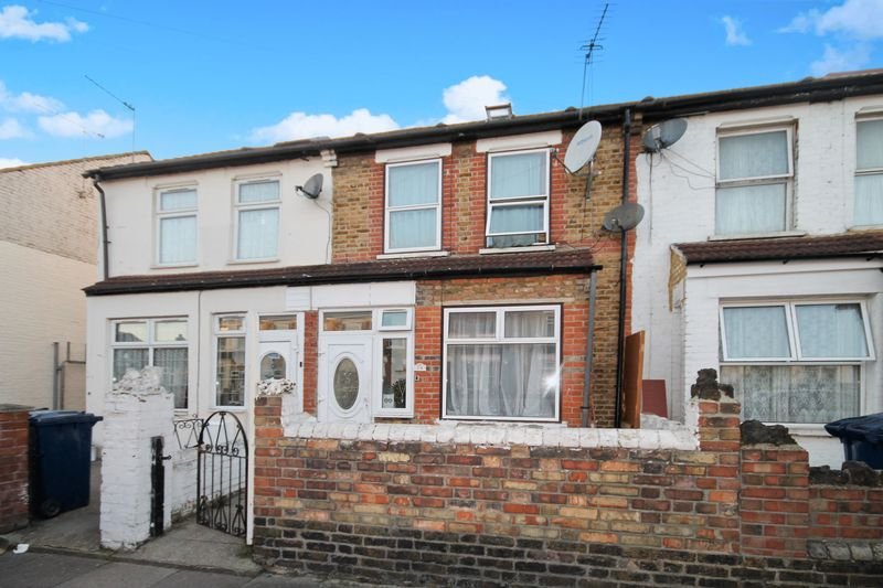 3 Bedrooms Terraced House for sale in Beverley Road, Southall