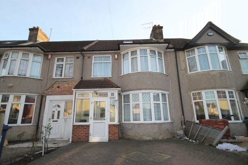 4 Bedrooms Terraced House for sale in Cranleigh Gardens, Southall