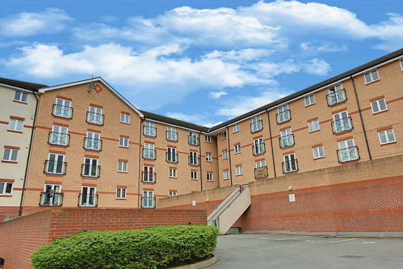 2 Bedrooms Flat for sale in Ruislip Road East, Greenford