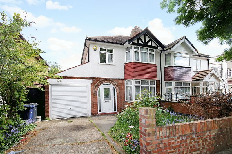 4 Bedrooms Semi Detached House for sale in Green Drive, Southall