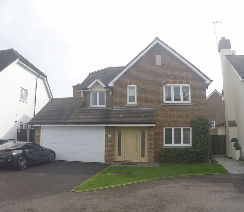4 Bedrooms Detached House for sale in The Fountains, Loughton