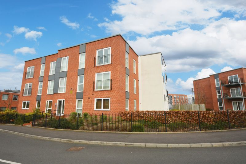 2 Bedrooms Flat for sale in Sheen Gardens, Heald Point, Manchester