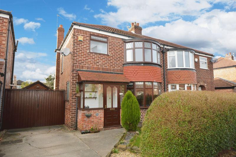 3 Bedrooms Semi Detached House for sale in Rosslyn Road, Heald Green, Cheadle
