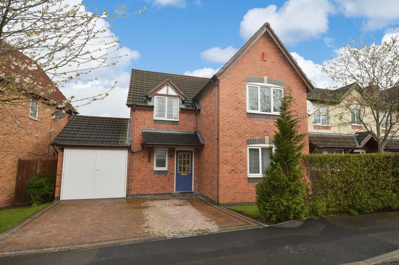 4 Bedrooms Detached House for sale in Downes Way, Sharston, Manchester