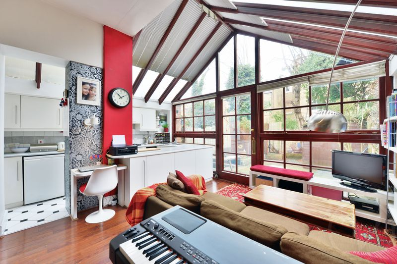 3 Bedrooms Flat for sale in Milton Avenue, Highgate, London, N6
