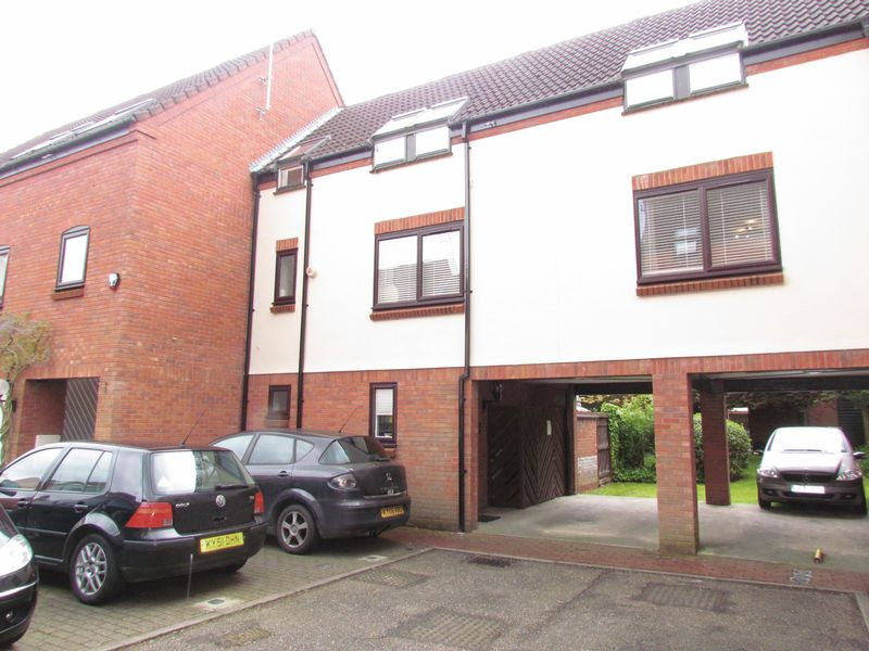 3 Bedrooms Flat for sale in Mulberry Close, Norwich