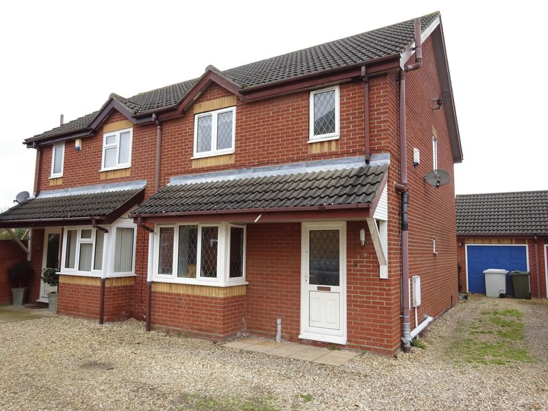 3 Bedrooms Semi Detached House for sale in Poplar Close, Horsford, Norwich