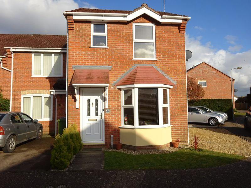 2 Bedrooms Semi Detached House for sale in Snowberry Close, Taverham, Norwich