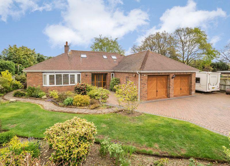 4 Bedrooms Detached Bungalow for sale in Snowberry Close, Taverham, Norwich