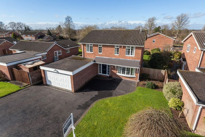 4 Bedrooms Detached House for sale in Laidon Avenue, Wistaston, Nr Crewe