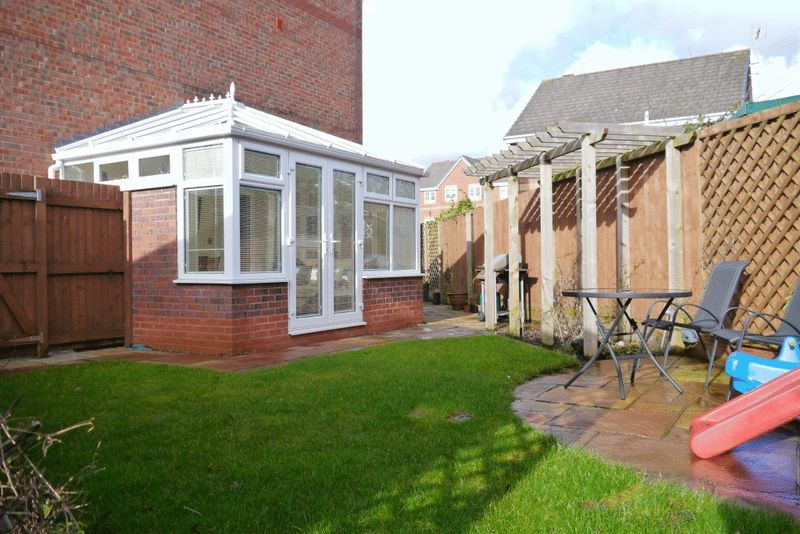 4 Bedrooms Semi Detached House for sale in Mottram Drive, Stapeley