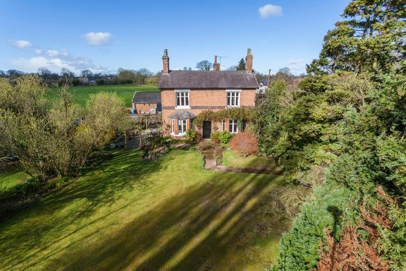 3 Bedrooms Detached House for sale in The Poplars, Gradeley Green, Burland, Nr Nantwich