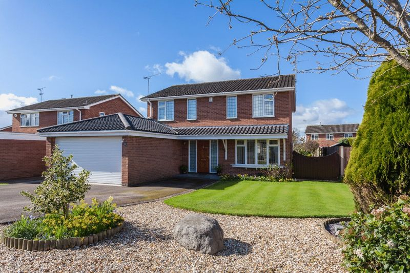 4 Bedrooms Detached House for sale in Laidon Avenue, Wistaston
