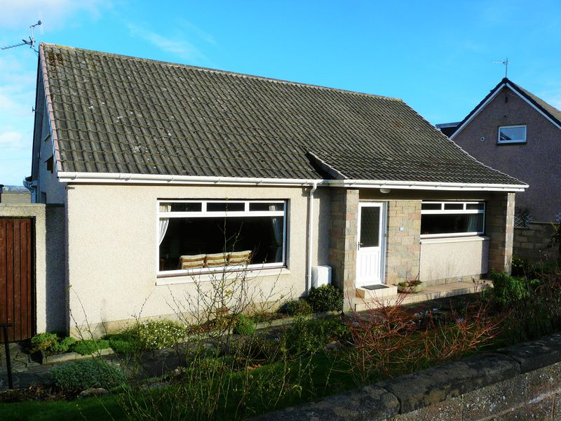 4 Bedrooms Detached Bungalow for sale in Woodlands Road, Kirkcaldy