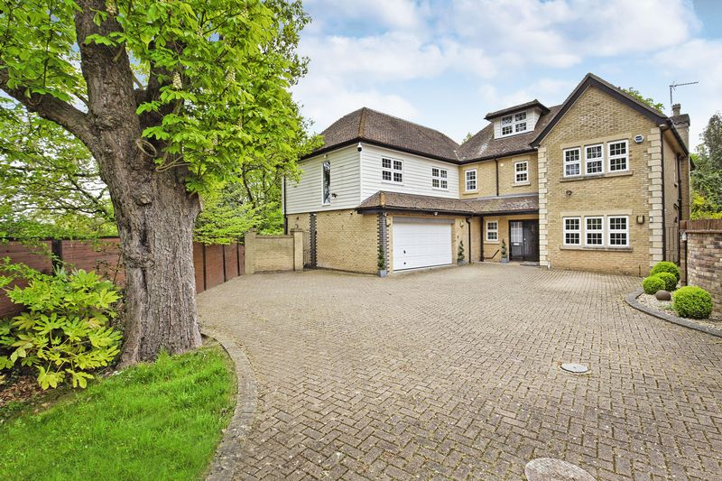 5 Bedrooms Detached House for sale in St James Parish, Goffs Oak, Herts
