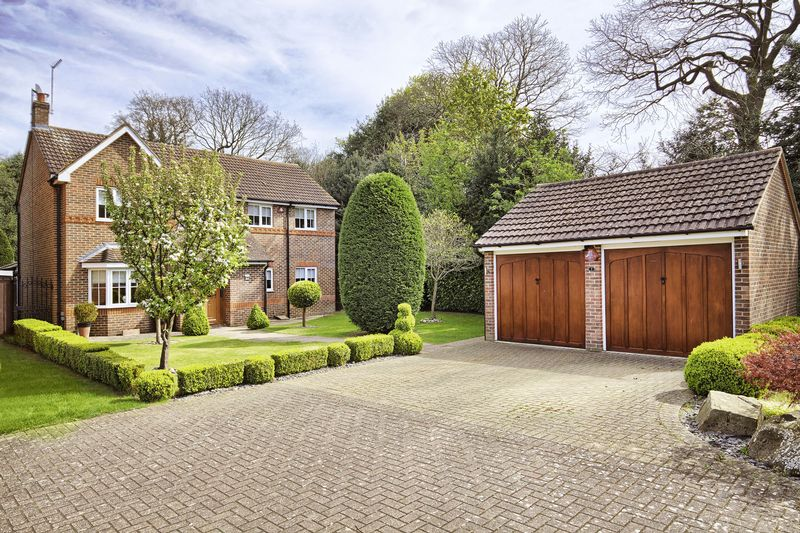 4 Bedrooms Detached House for sale in Broxbourne, Hertfordshire