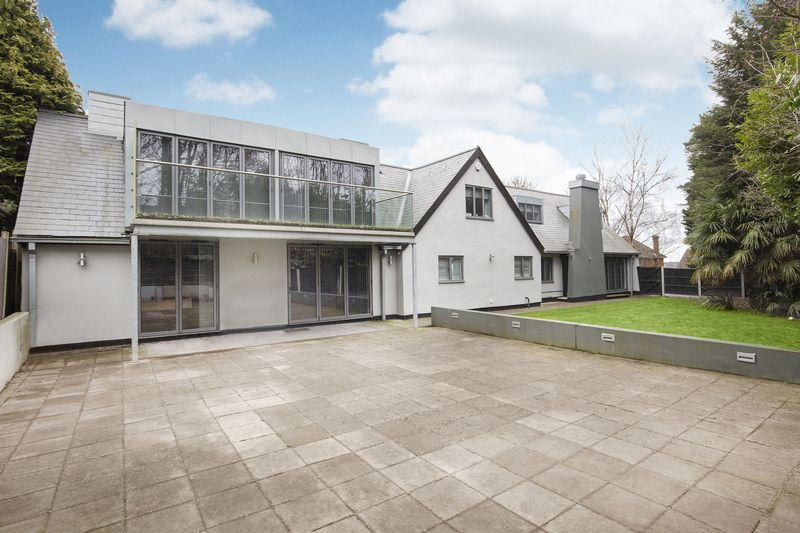 5 Bedrooms Detached House for sale in Loughton, Essex