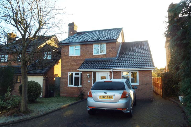 4 Bedrooms Detached House for sale in Lancelot Drive, Stretton, Burton-On-Trent