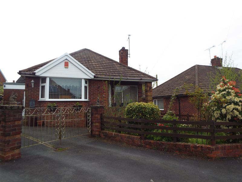 2 Bedrooms Detached Bungalow for sale in Meadow Close, Stoke-On-Trent