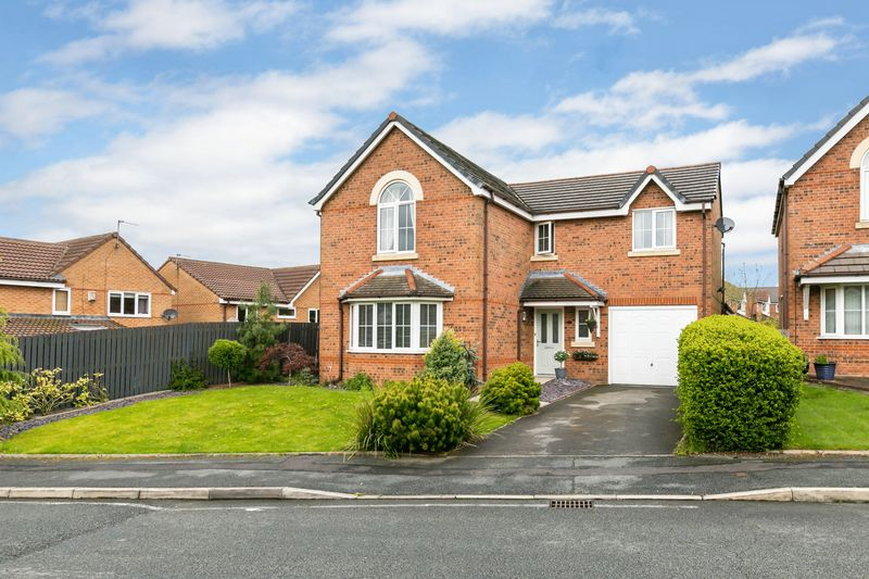 4 Bedrooms Detached House for sale in Fairstead Close, Westhoughton, BL5 3LL