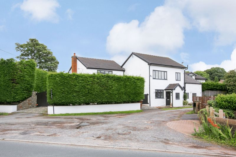 4 Bedrooms Detached House for sale in Coupe Cottage, Blackburn Road, Higher Wheelton, PR6 8HS