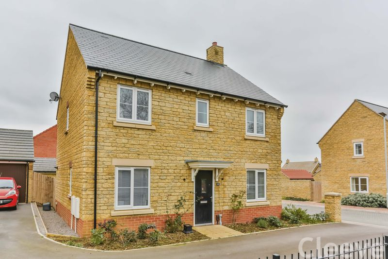 4 Bedrooms Detached House for sale in Sanderling Way, Cheltenham