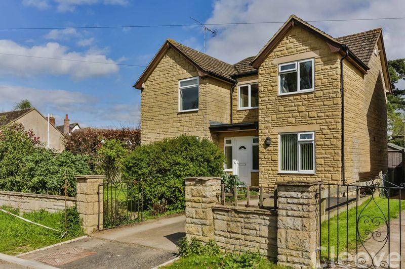 4 Bedrooms Detached House for sale in Shutter Lane, Cheltenham