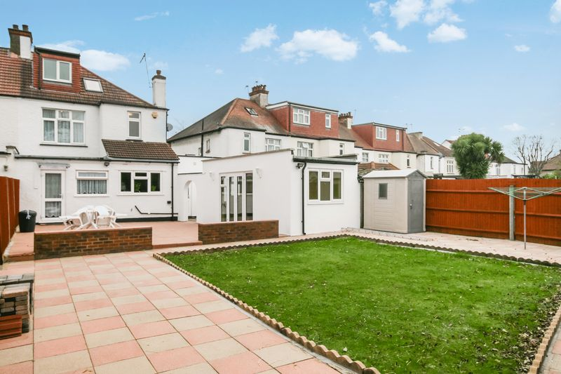 5 Bedrooms Semi Detached House for sale in The Dene, Wembley