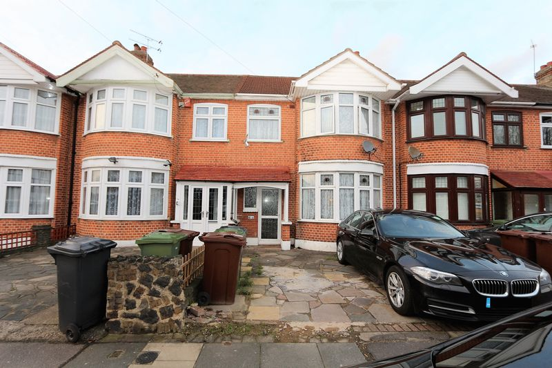 3 Bedrooms Terraced House for sale in Havering Gardens, Romford